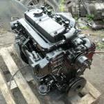 zdjecie przed naprawa silników jcb umieszczone na drewnianej podkładce